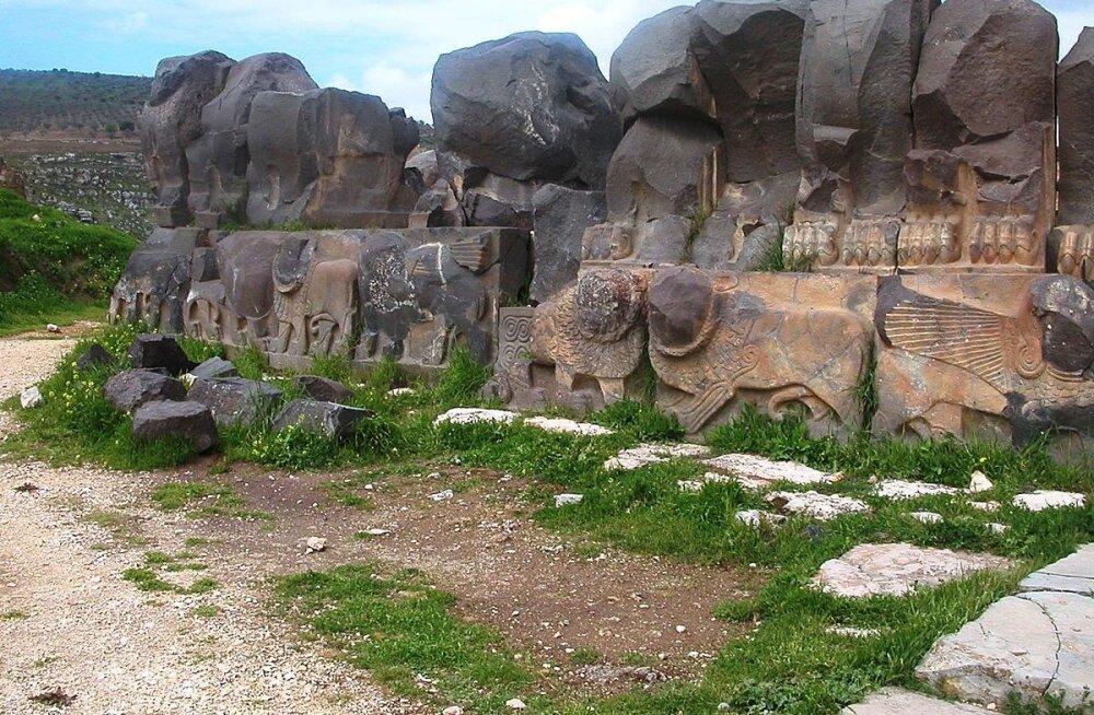 ВИДЕО: Самый древний храм Сирии уничтожен авиаударом