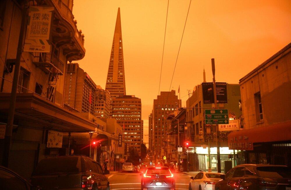 ФОТО | Небо над Сан-Франциско окрасилось в оранжевый цвет