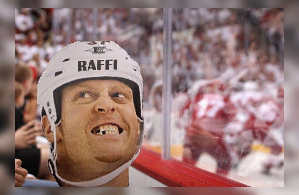 Hokimehe naeratusega Raffi Torrese plakat, NHL
