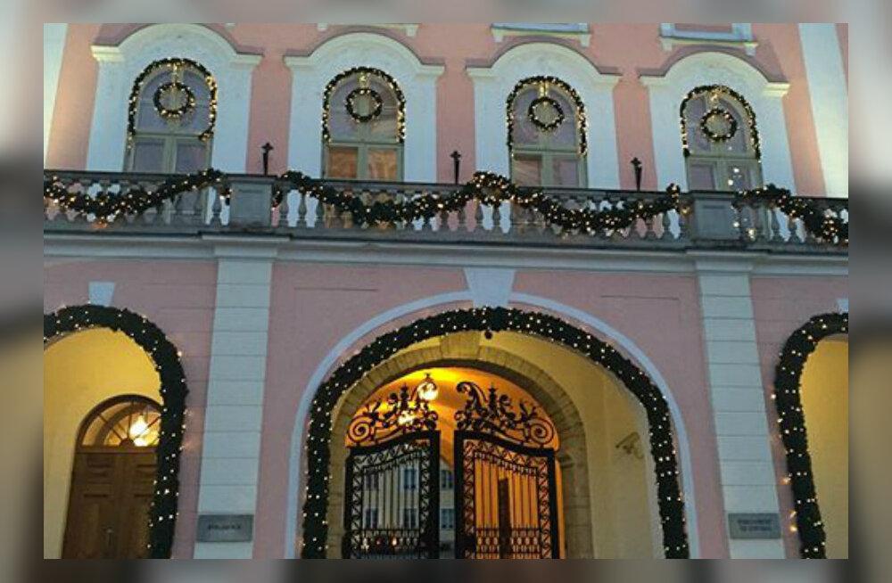 KLÕPS: Jõuluaeg on täies hoos! Toompea lossile pandi ehted külge