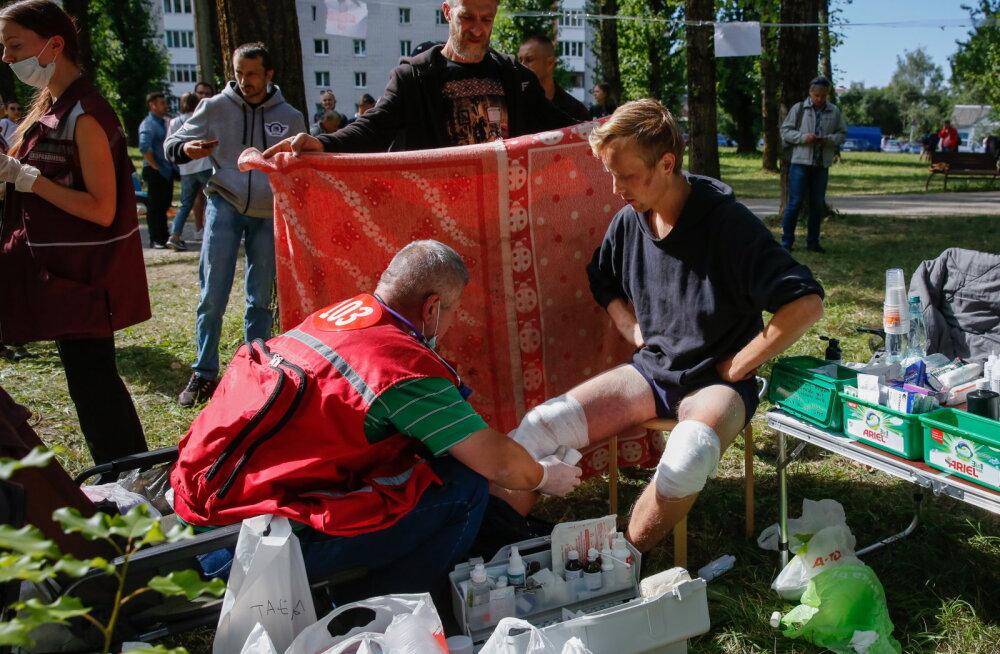 Valgevene inimõiguslased: politsei piinamise ohvriks langes esimese protestinädala jooksul 450 inimest