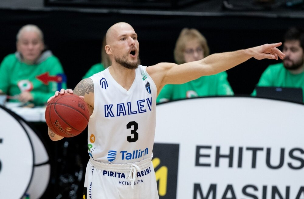 Tallinna Kalev/TLÜ mängujuht Martynas Mažeika vägesid juhatamas.