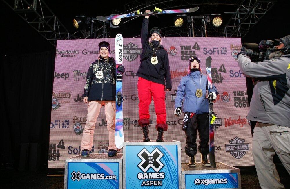 Naiste rennisõidu esikolmik: Kelly Sildaru (vasakult), Cassie Sharpe ja Rachael Karker.