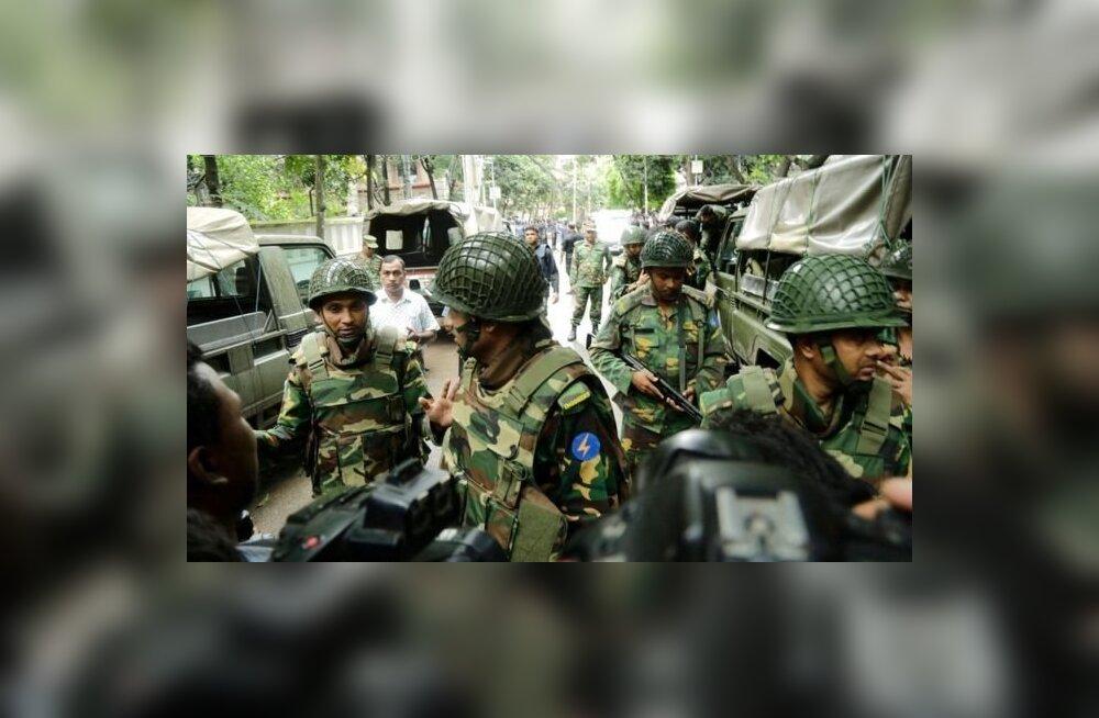 Нападение на кафе в Бангладеш: 20 заложников убиты исламистами