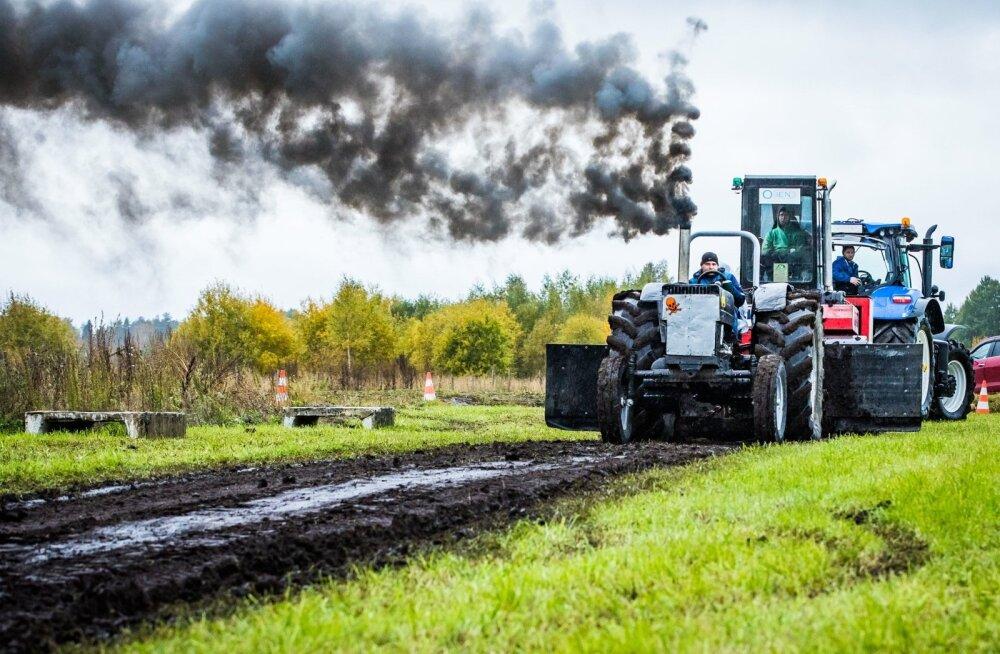 Künnivõistlused Kehtnas sisaldasid ka traktorite tõmbevõistlust.