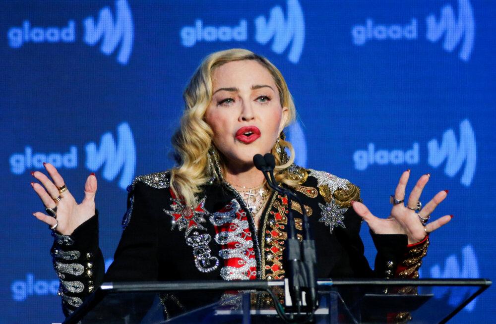 Madonna tähistas, olenemata kahest vigastusest, aastavahetust raju peoga: ma ei kahetse midagi