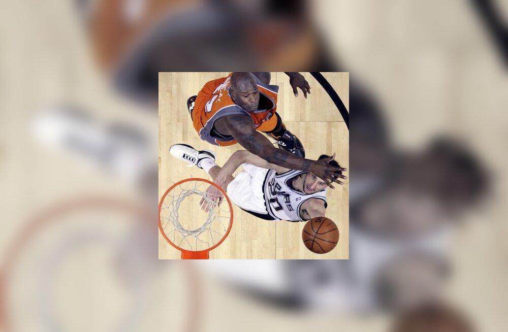 San Antonio Spursi Manu Ginobili ja Phoenix Suns`i Shaquille ONeal