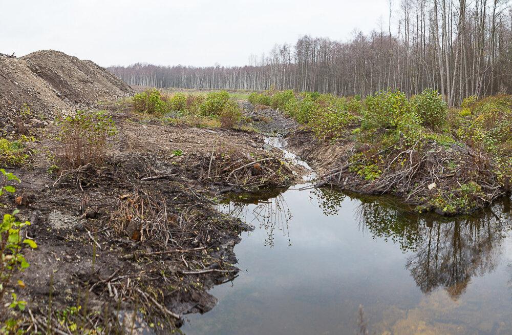 MEIE MAA   Vald näeb jõe kaldale ladustatud reostatud pinnases ohtu
