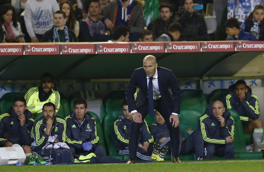 Madridi Real loovutas esimest korda Zidane'i käe all punkte