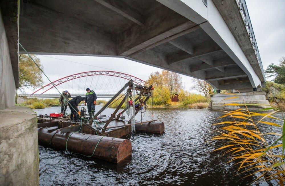 Teiste seas võidavad jõepõhja puhastamisest õngeloopijad, kelle varustust leiti vanametalli küljest palju.