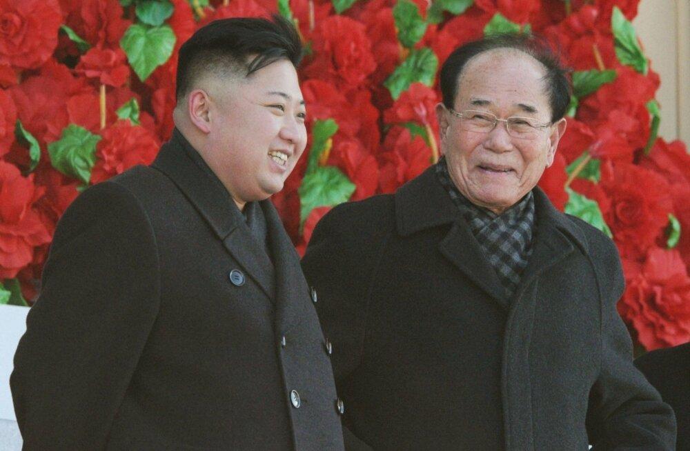 Kim Jong-un (vasakul) ja Kim Yong-nam.