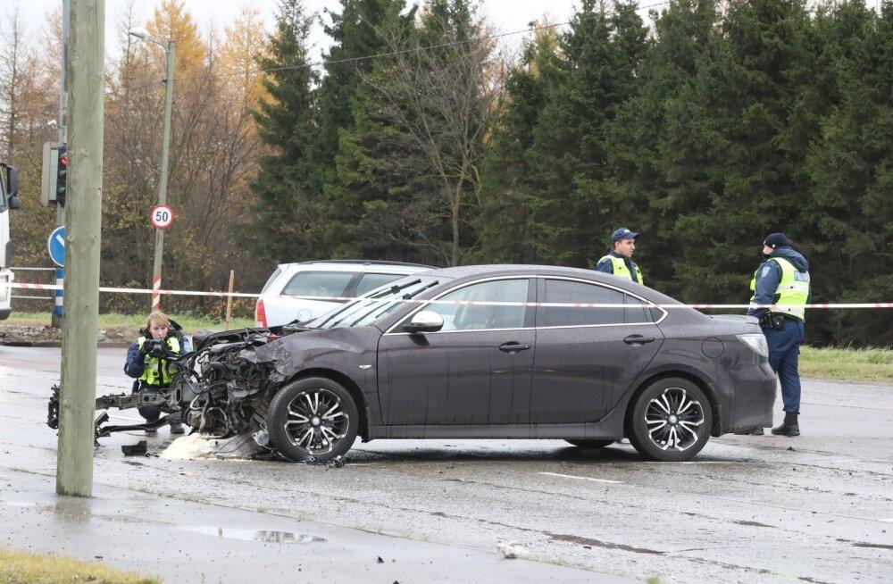 Päev liikluses: Hiiumaal sai jalgrattur autolt löögi, Sõmeru alevikus sai kahe auto kokkupõrkes viga 19-aastane kaasreisija