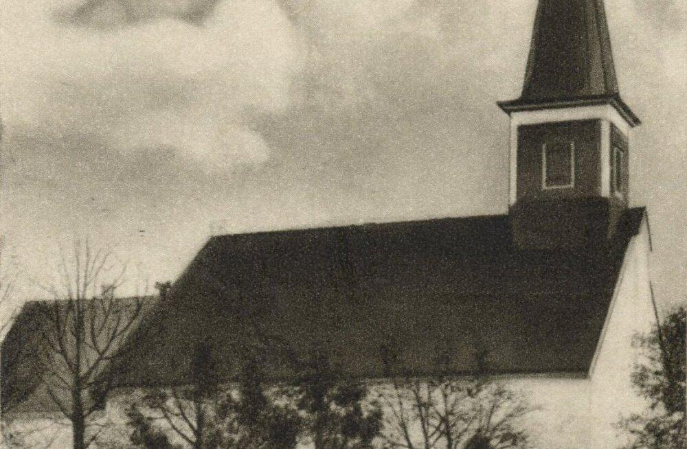 Jaak Juskega kadunud Eestit avastamas: keskaegse Karula kiriku tõusud ja mõõnad