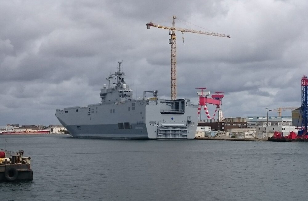 """ФОТО читателя Delfi: """"Мистрали"""" на месте, в порту постройки, НАТО бояться нечего"""