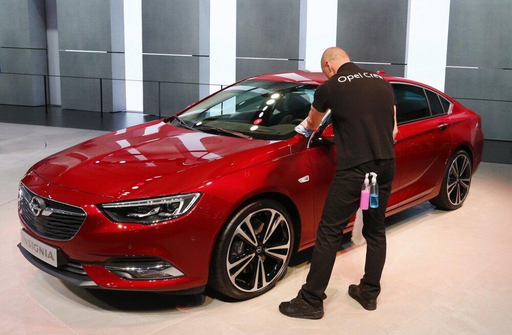 Tänavu märtsis lõi Opeli töötaja Genfi autonäitusel läikima uue Opel Insignia, mille Eesti autoajakirjanikud valisid aasta autoks 2017.