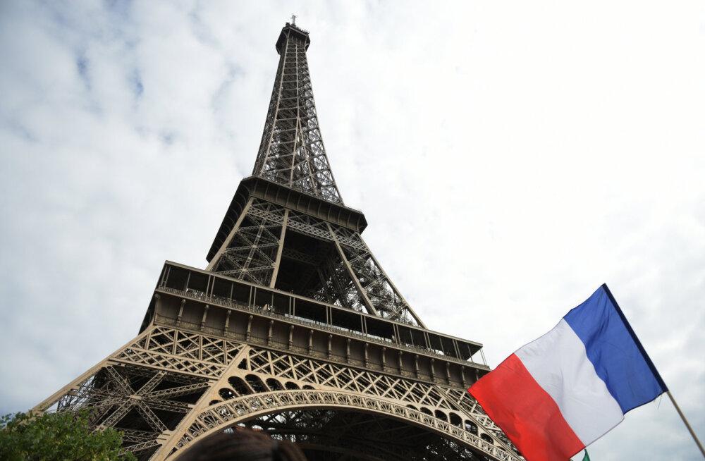 Правительство Франции ушло в отставку