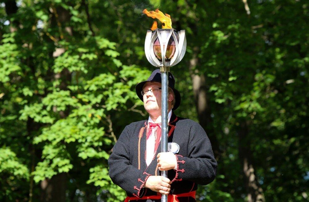 Праздничный огонь юбилейного праздника добрался до Пярнуского уезда