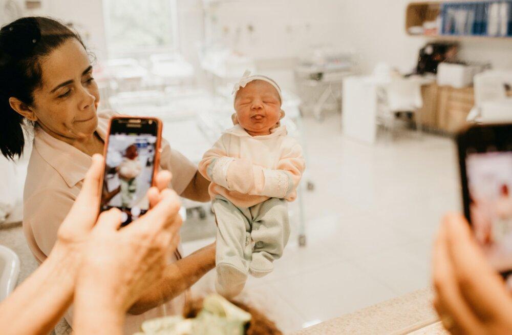 Адвокат: запрет на участие отцов и поддерживающих лиц в родах оправдан