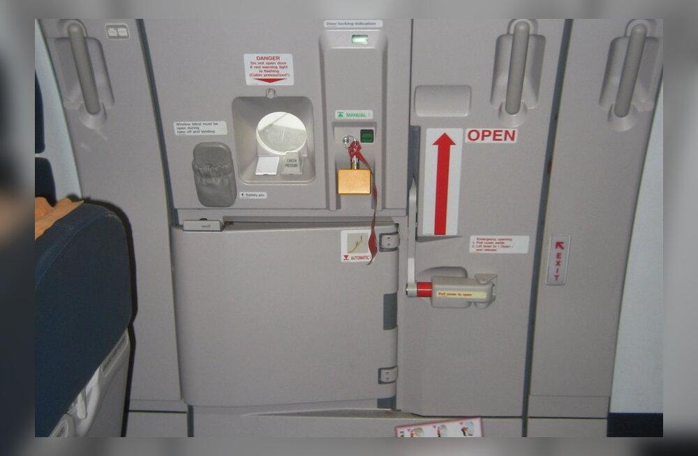 Mis juhtub, kui lennu ajal lennuki uks avada?