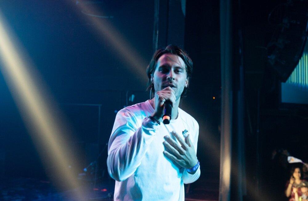 Victor Crone esines Theatre Clubis