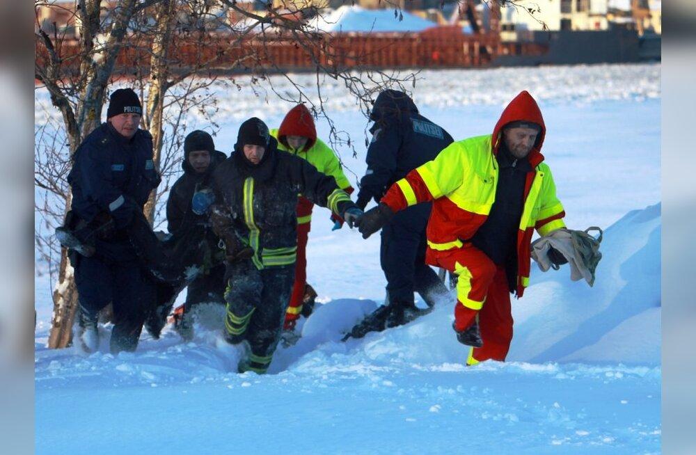 FOTO: Pärnus hukkus kanalisatsioonikaevu kukkunud naine