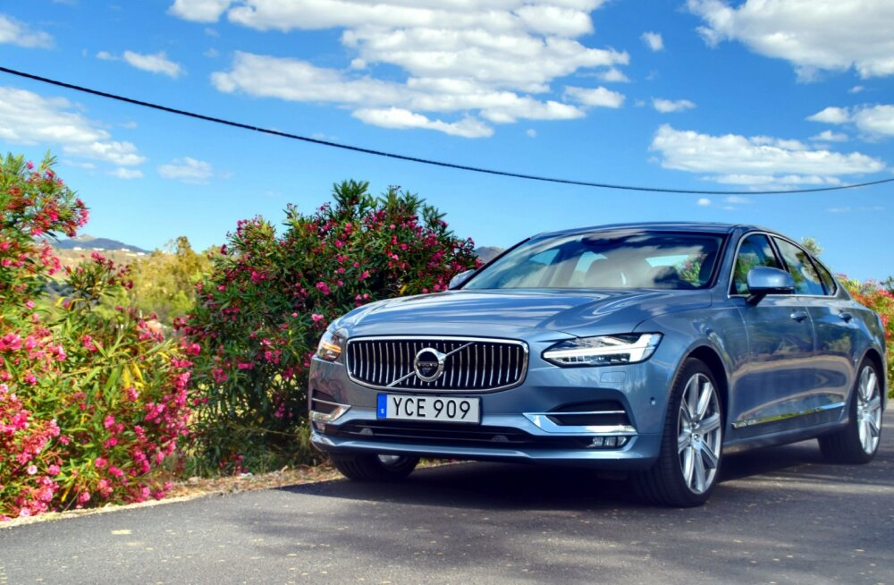 Volvo S90: nooblilt peene joonega, peaaegu isesõitev sedaan