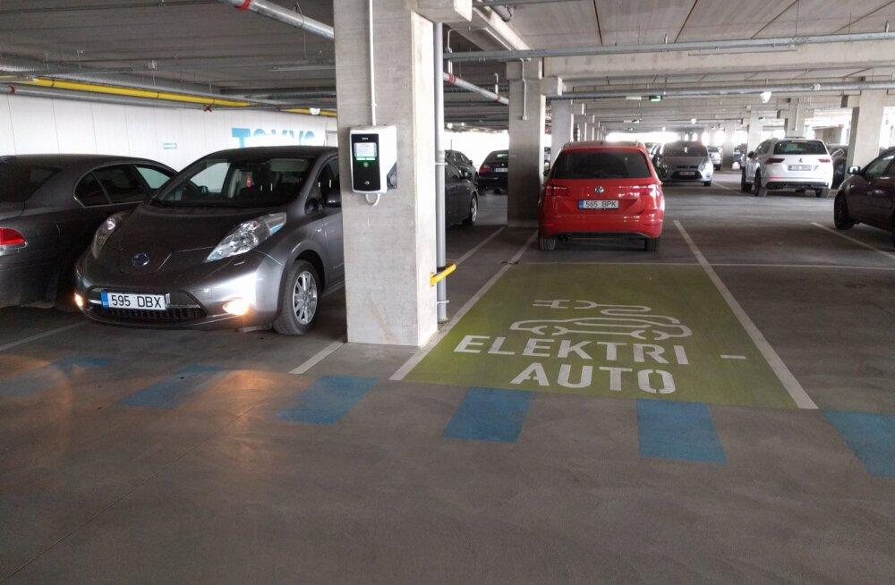 T1 kaubanduskeskuses enam anonüümselt elektriautot laadida ei saa
