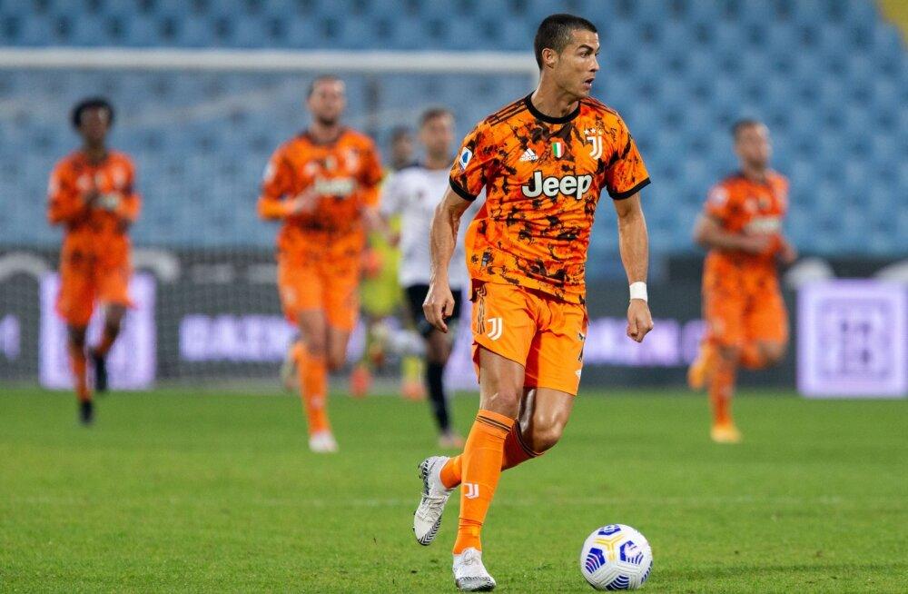 Cristiano Ronaldo Torino Juventuse särgis.