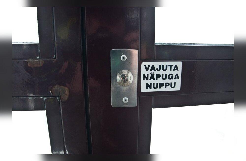 Paides jäid inimesed lifti kinni