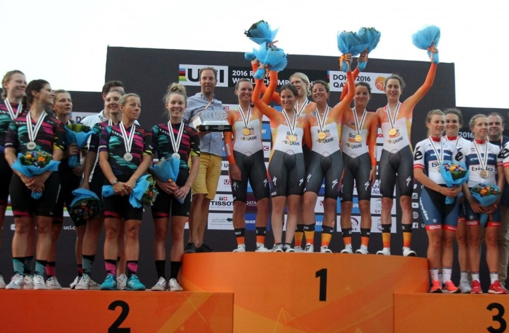 Maanteeratta MM-i naiskonnasõidu medalikolmik