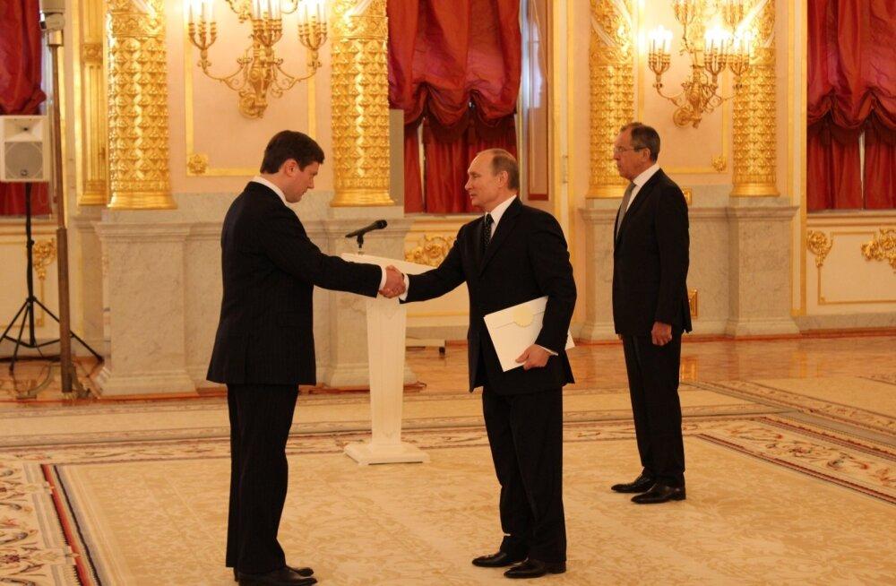 Eesti suursaadik Venemaa Föderatsioonis Arti Hilpus andis president Vladimir Putinile üle oma volikirja