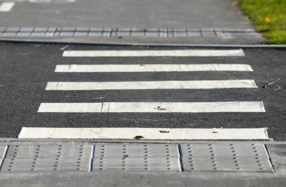Reguleerimata ülekäiguraja suurim ohtlikkus peitub n-ö petlikus turvatundes, mis põhineb jalakäija ootusel, et talle antakse sõiduki poolt teed.