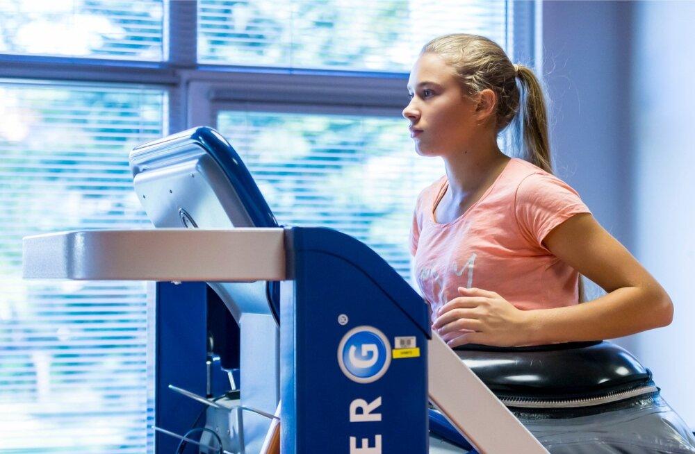 Kelly Sildaru kogub praegu jooksukilomeetreid antigravitatsioonilisel liikumisrajal.