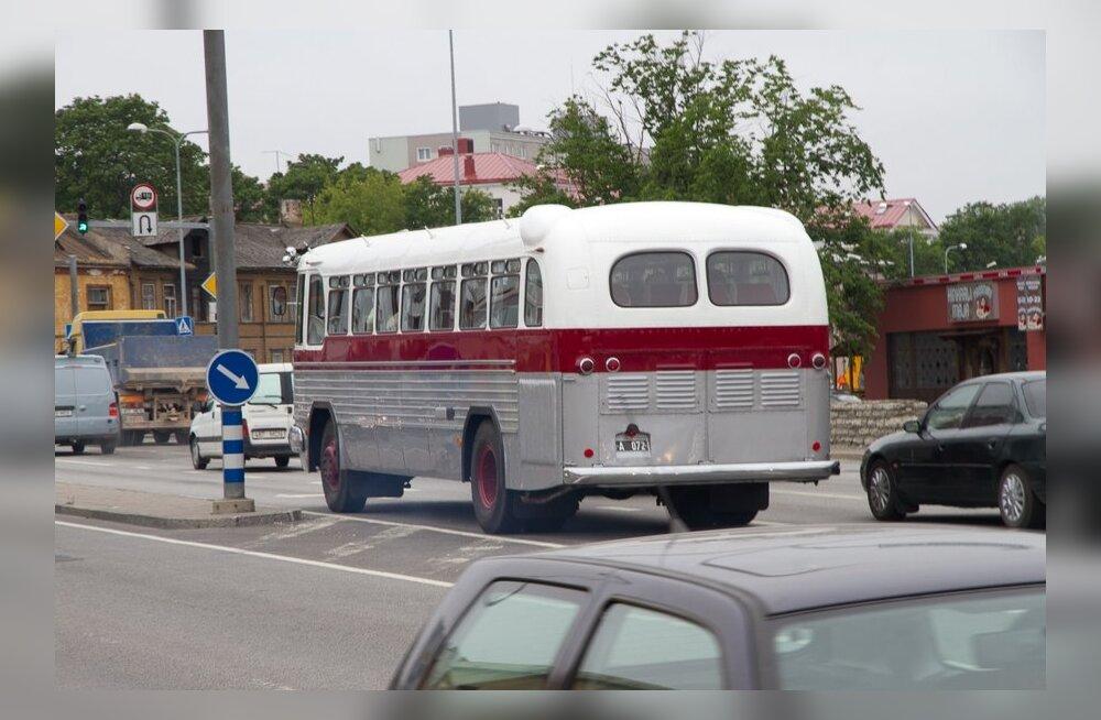 vanad bussid