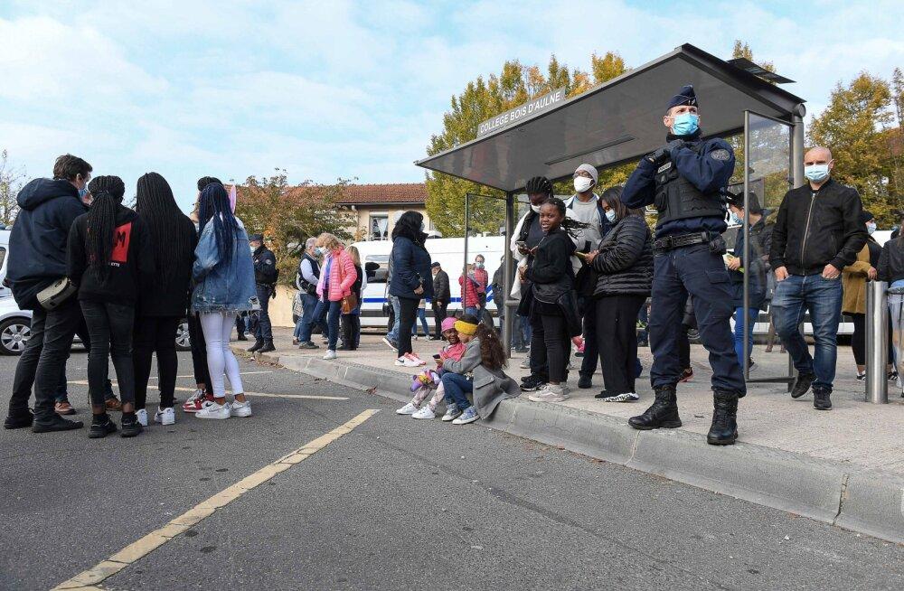 Prantsuse õpetaja hukkamisega seoses viibib vahi all 11 inimest, sh üks islami jutlustaja