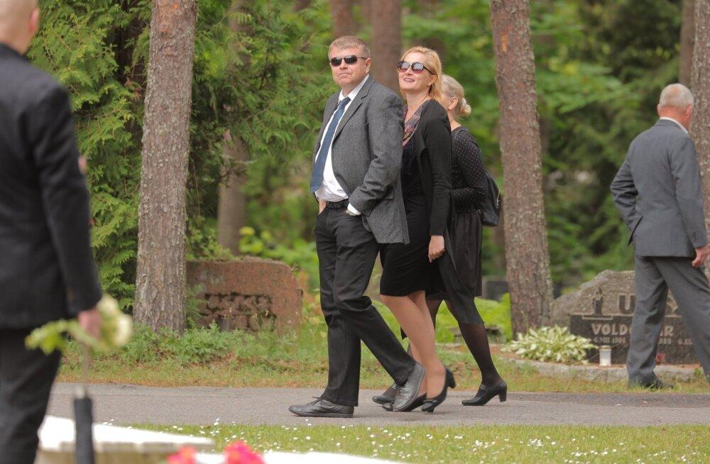 FOTOD | Täna saadeti Pärnamäe kalmistul viimsele teele kirjanik Jüri Pino
