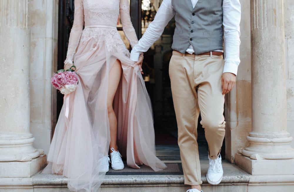 Perfektse kleidi ja ülikonna saladus: kuidas tagada, et just pruutpaar näeks välja peo kauneim?