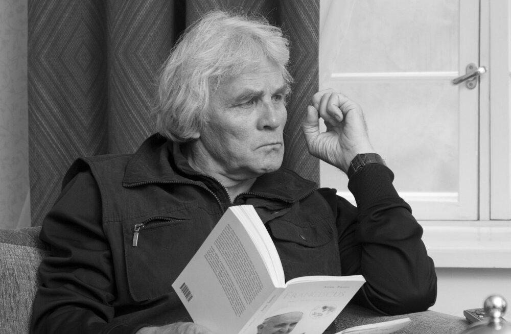 ТРАГИЧЕСКОЕ ДТП: погибшим под колесами поезда велосипедистом оказался актер и журналист Юри Аарма