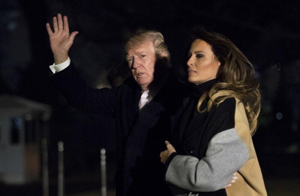 Donald ja Melania Trump naasid Valgesse Majja kolm päeva pärast seda, kui pornostaariafäär oli täie hooga taas meediasse murdnud. Kuigi Melania oli väidetavalt raevus, näitas ta end abikaasaga koos.