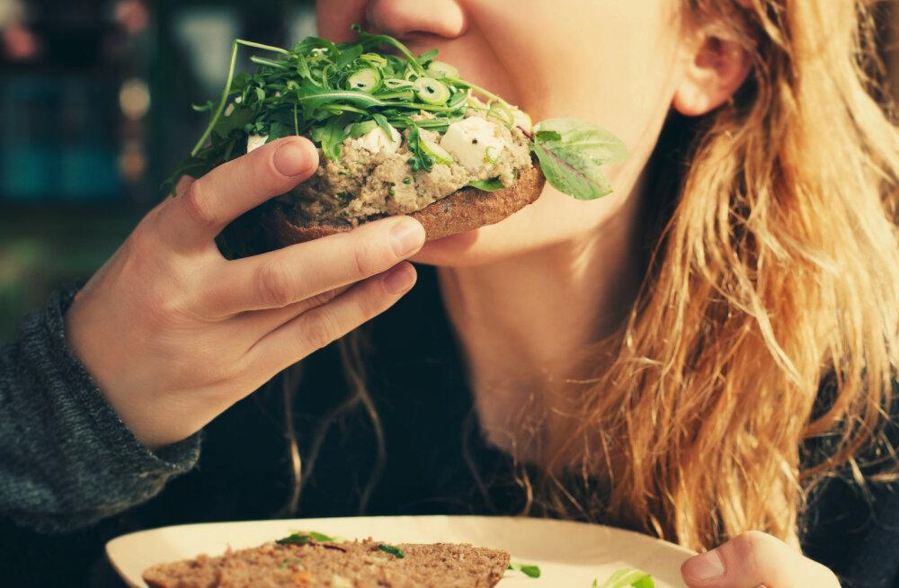 """Kui sul on kõrini, et su kõht iga kord peale söömist """"kõrvetama"""" hakkab, väldi nende toitude söömist"""