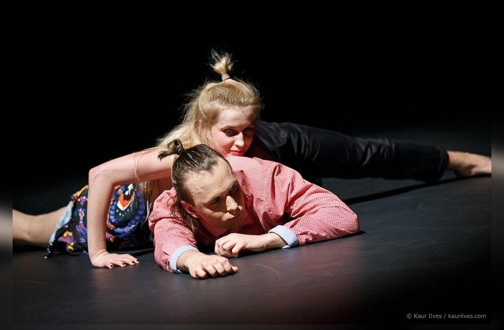 Tantsijad tantsivad elutantsu nagunii, ka väljaspool lava