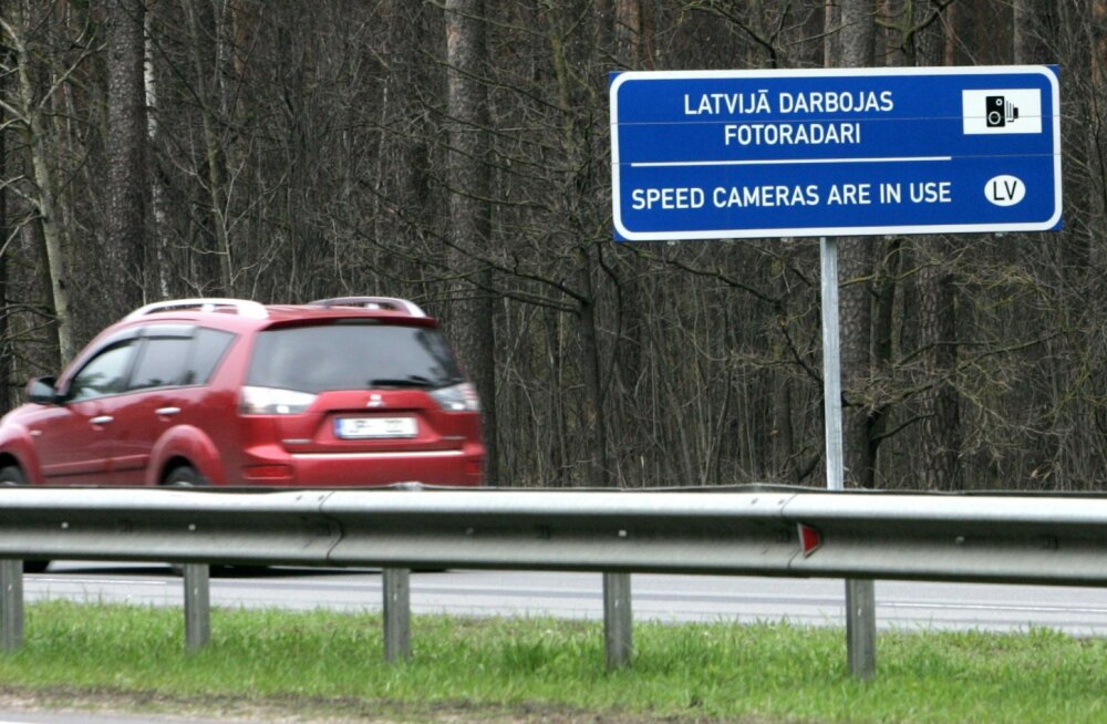 Eesti autojuhid teevad kümnendiku Läti kiiruseületustest, ära on võetud üle saja juhtimisõiguse