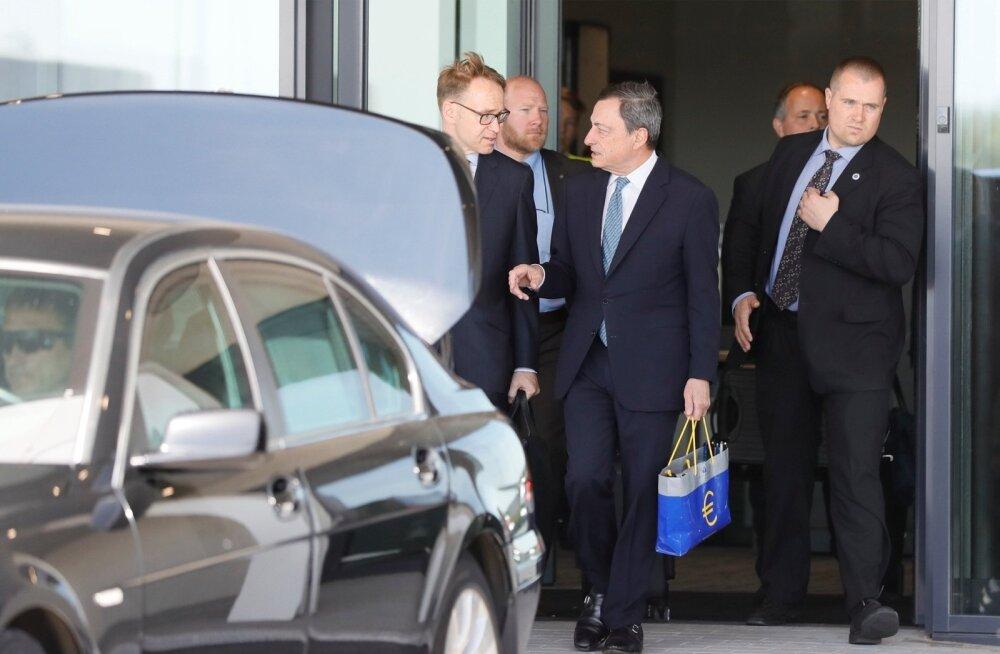 Euroopa Keskpanga president Mario Draghi (keskel) saabus eile Lufthansa lennuga Tallinna, et siin esmakordselt Euroopa rahaasju nii kõrgel tasemel arutada.