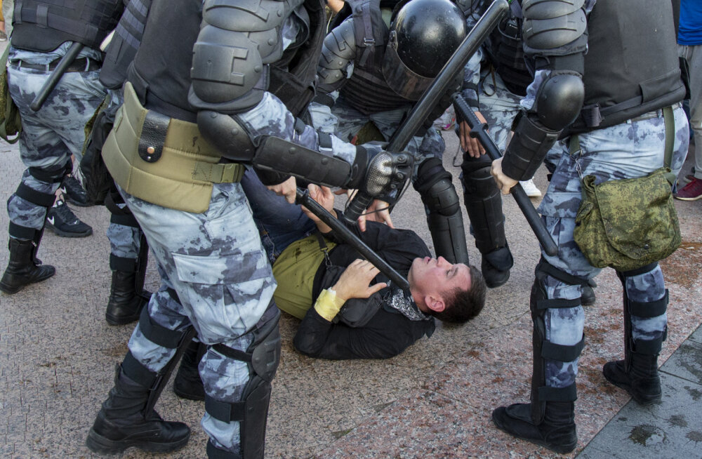 ВЦИОМ: 69 процентов россиян поддержали жесткие меры на митинге 27 июля