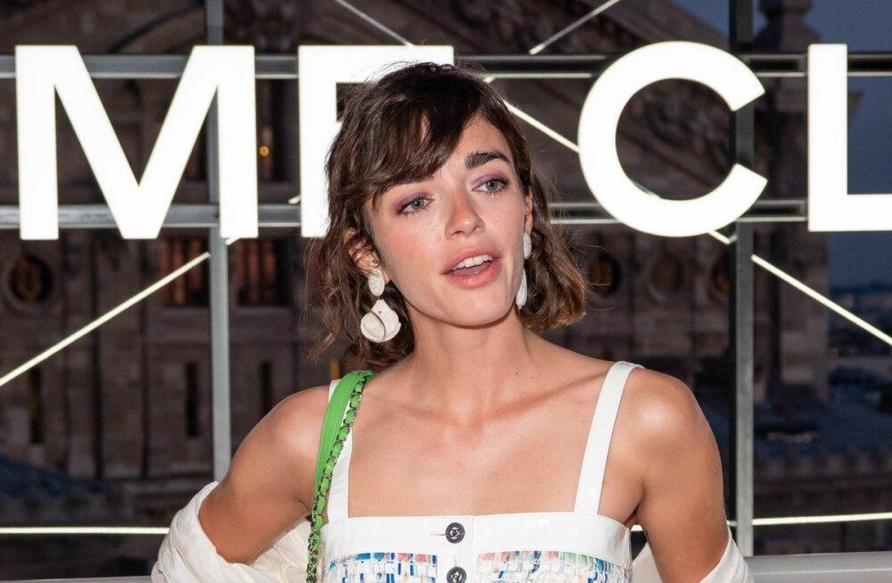 b61a3dfd1da Tõeliselt suvine! Näitlejanna Belen Chavanne käis Chaneli pop-up-poe  avamisel eriti moekas