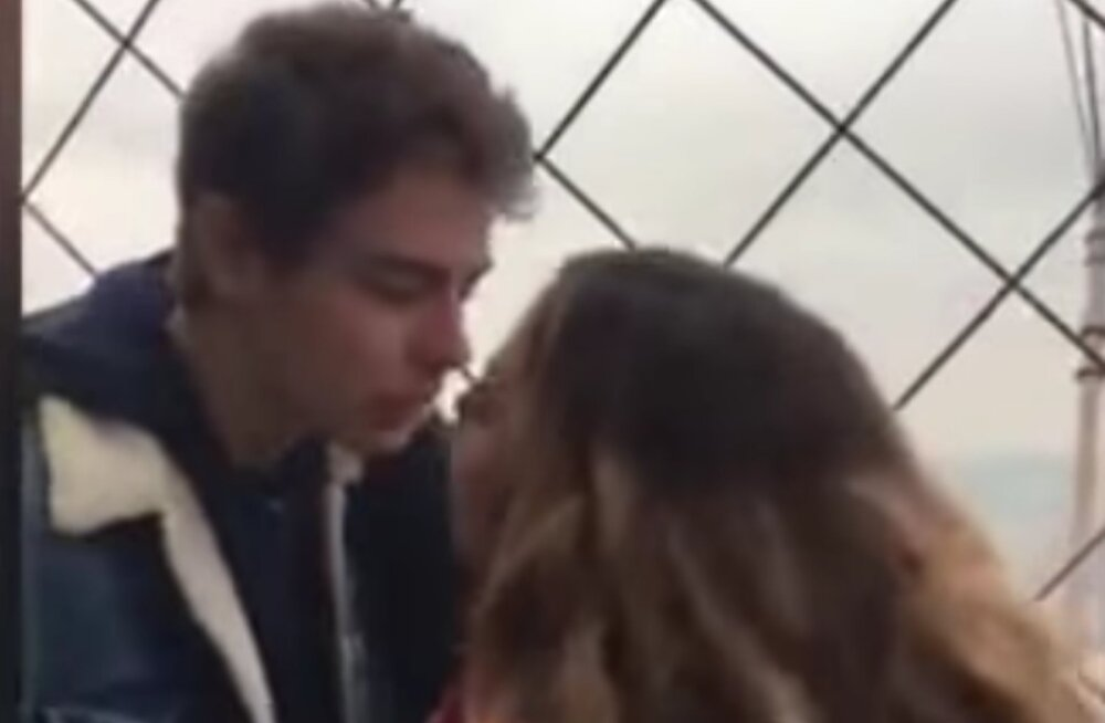 VIDEO | Tüdruk suudles Eiffeli tornis võõrast noormeest ja otsis ta Twitteri abil üles, muinasjutu purustas ootamatu fakt