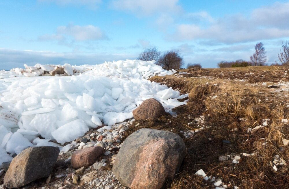 Jäämäed Saaremaal, Kaugatumal, Ööri rannas