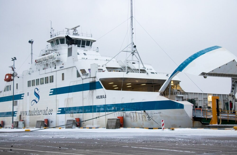 Tuisk Saaremaal, parvlaev Hiiumaa laepaneelid