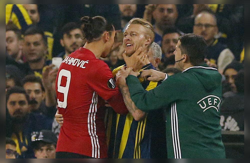 FOTOD: Fenerbahce mängijal kõrist haaranud Ibrahimovic pääses kaardita