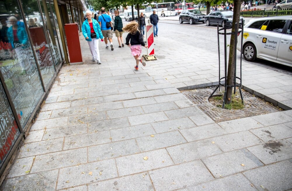 Plaatimine Viru tänaval